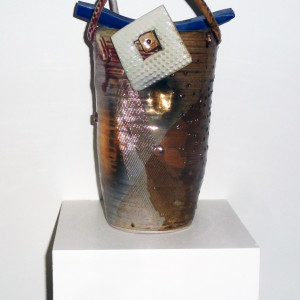 ceramic stoneware 11 x 7 x 7 inches